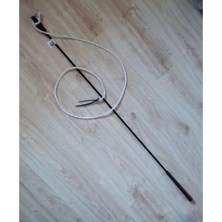 Fekete répabot csapóval (avagy Parelli pálca, Carrot stick)